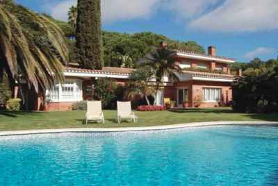Luxury house near Barcelona on the Costa Maresme with a private garden and pool